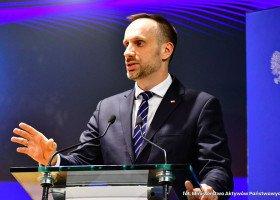 Kowalski: Unia zamiast przeznaczać pieniądze na rozwój gospodarczy finansuje LGBT