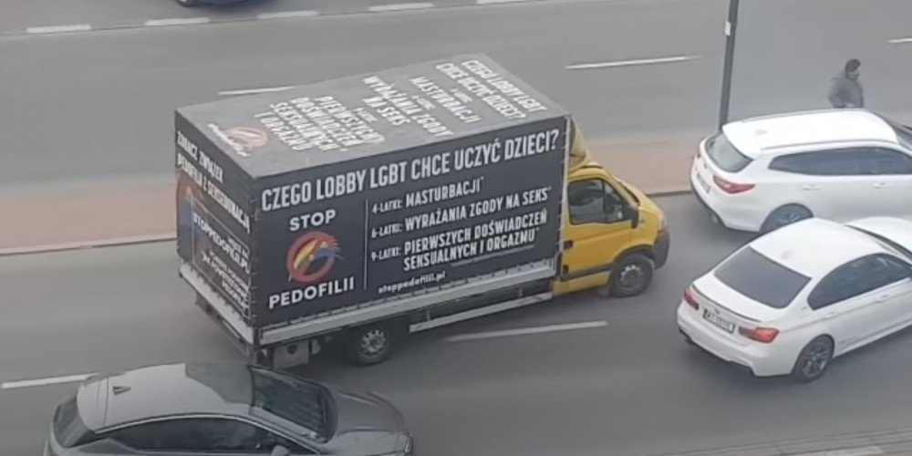 Obywatelskie zatrzymanie furgonetki z homofobicznymi hasłami