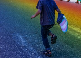 Wielka Brytania rozważa zakaz korekty płci dla osób nieletnich