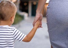 Stołeczny urząd w imieniu Trzaskowskiego odmówił wydania dokumentu tożsamości dziecku dwóch kobiet