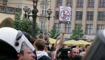 OKO.PRESS: rządy Polski, Rosji i Kataru nie chcą prawnej ochrony marszów równości
