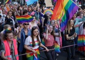 """Czy część samorządów zostanie bez unijnych funduszy? Komisja równości oburzona """"strefami wolnymi od LGBT"""""""