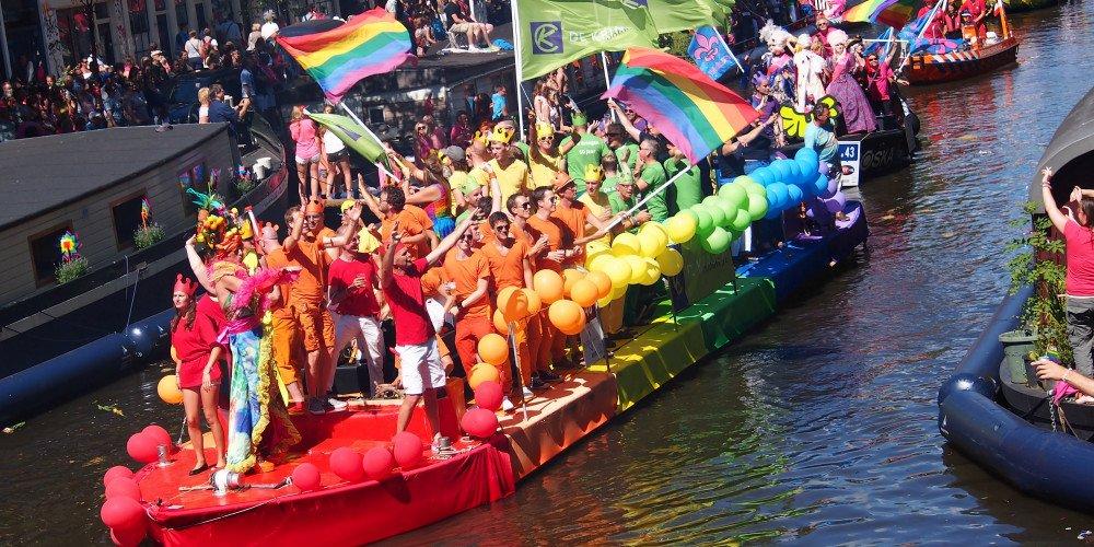 Holandia zapisze prawa LGBT w konstytucji. Przeszła poprawka zakazująca dyskryminacji na tle orientacji