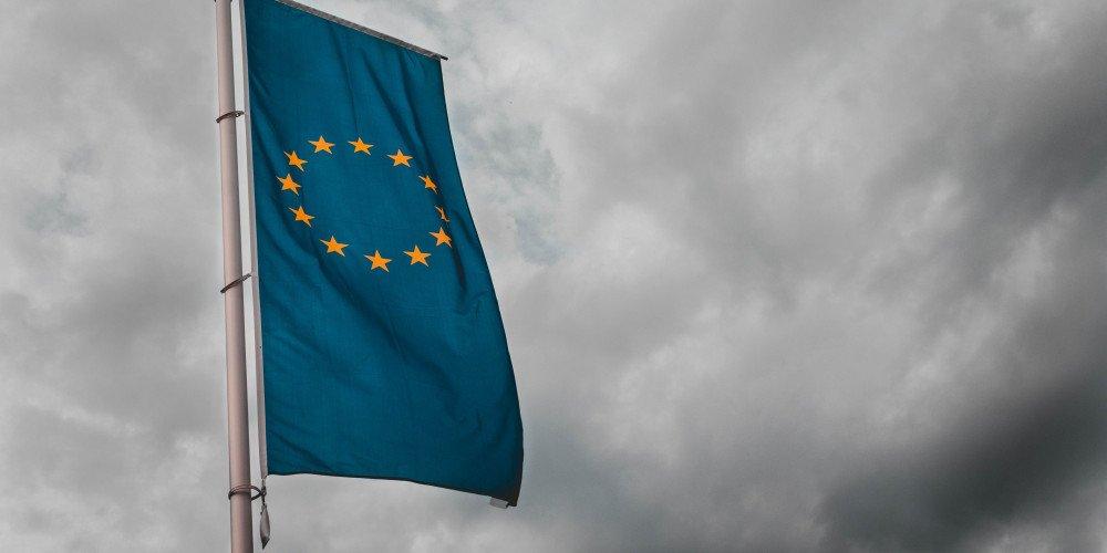 """Samorządy nie chcą tracić unijnych pieniędzy przez uchwały """"anty-LGBT"""". Czy zaczną się z nich wycofywać?"""