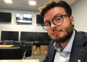 """Staszewski składa zawiadomienie do unijnej komisji nadużyć finansowych. Chodzi o """"strefy anty-LGBT"""""""