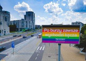 Białystok w tęczowych billboardach z okazji rocznicy historycznego marszu