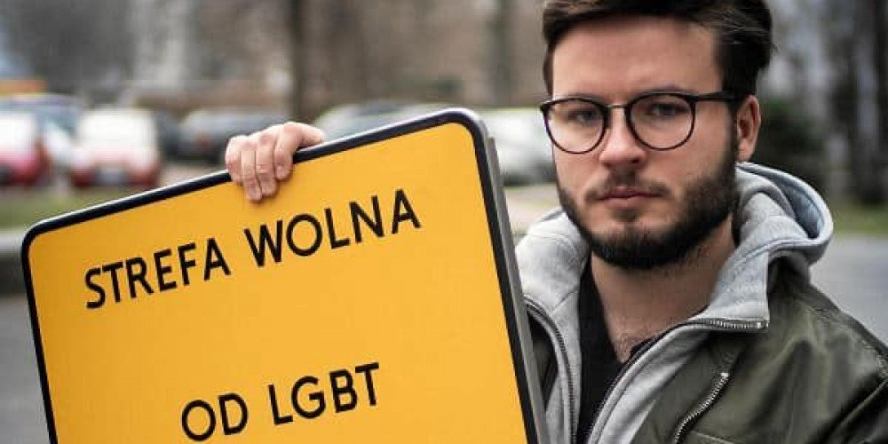 """Przesłuchanie Barta Staszewskiego ws. tabliczek """"strefa wolna od LGBT"""""""