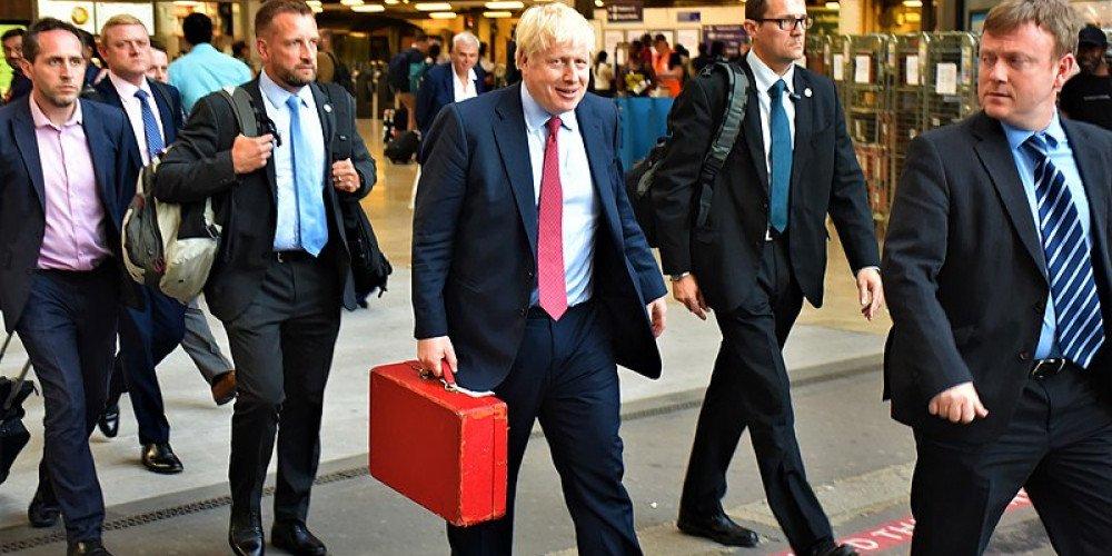 """Premier Wielkiej Brytanii: zakażemy """"terapii"""" konwersyjnej"""