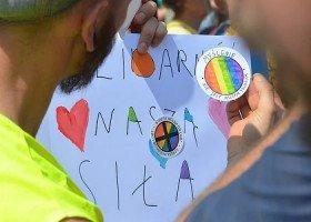 Tłumaczenia samorządów ws. uchwał anty-LGBT. Pokłosie zrywanych partnerstw i skarg RPO