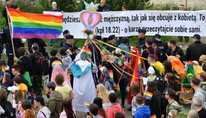 """Trójmiejskie Dziewuchy Dziewuchom: sprawa przeciw fundacji Pro umorzona, ta dotycząca """"żeńskich genitaliów"""" na marszu równości - nie"""