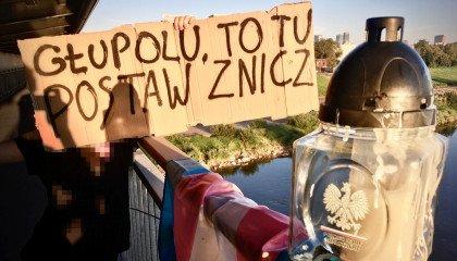 Stop Bzdurom nie poddaje się. Znicz od premiera przeniesiony na miejsce śmierci Milo