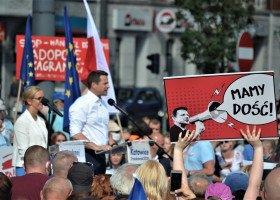 Marsz Powstania Warszawskiego: prezydent Warszawy oczekuje wyjaśnień od policji