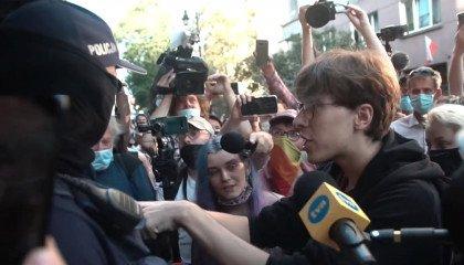 Ciężarówka nienawiści, mur z ciał i tęczowa noc: zatrzymanie aktywistki Margot. Od zablokowania samochodu do łapanek ulicznych [kalendarium wydarzeń]