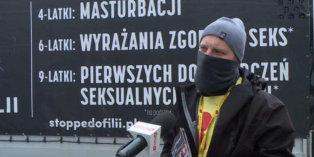 """""""Stop pedofilii"""" zastopowane. Obywatelska blokada homofobicznej furgonetki w Warszawie"""