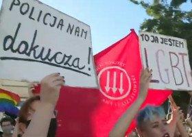 """""""Tylko frajerzy boją się tęczy"""". Dwie manifestacje w setną rocznicę Bitwy Warszawskiej"""