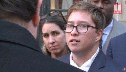 Do sądu po prawo do męskiej toalety. Transpłciowy nastolatek wygrywa proces ze szkołą