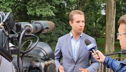 Asystent posłanki Lewicy ujawnia, że Jan Kanthak przed laty oferował mu seks oralny