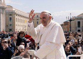 Papież Franciszek pobłogosławił transpłciowe kobiety i zakonnicę, która się nimi opiekuje