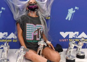 Wielki triumf Lady Gagi na gali VMA i... sześć kosmicznych strojów wraz z maskami!