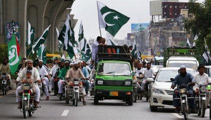 """""""Niemoralność i nieprzyzwoitość"""" zwyciężone. Pakistan blokuje Tindera i Grindra"""