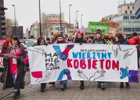 """Dziennikarz TVP3 pyta Śląską Manifę dlaczego osoby LGBT """"chcą być traktowane jak reszta społeczeństwa"""""""