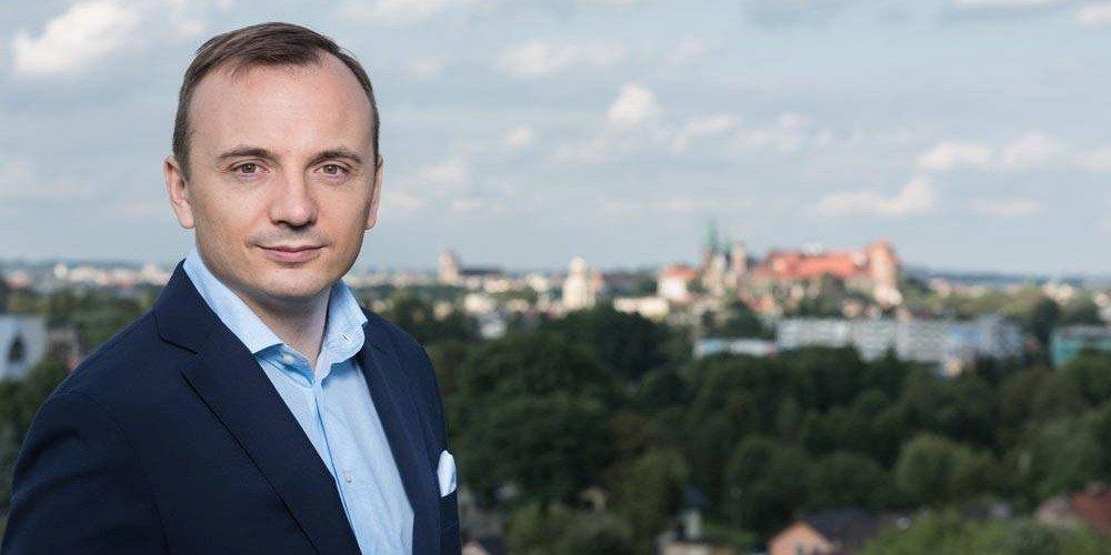 Łukasz Gibała: bezpartyjny kandydat na prezydenta Krakowa, który popiera równość małżeńską
