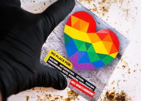 50 ambasadorów broni praw osób LGBT w Polsce. Wiceszef MSZ: W pełni zgadzamy się z tym przesłaniem