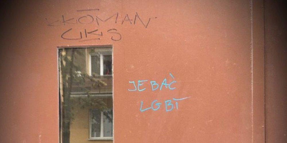"""""""Je*ać LGBT"""" na drzwiach domu ujawnionej dziennikarki. """"Nie czuję się dobrze"""", pisze Agata Kowalska"""