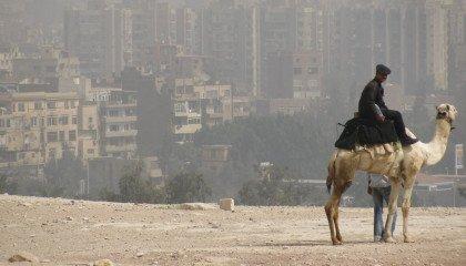 Elektrowstrząsy, gwałty i policjant na Grindrze, czyli jak Egipt walczy z LGBT