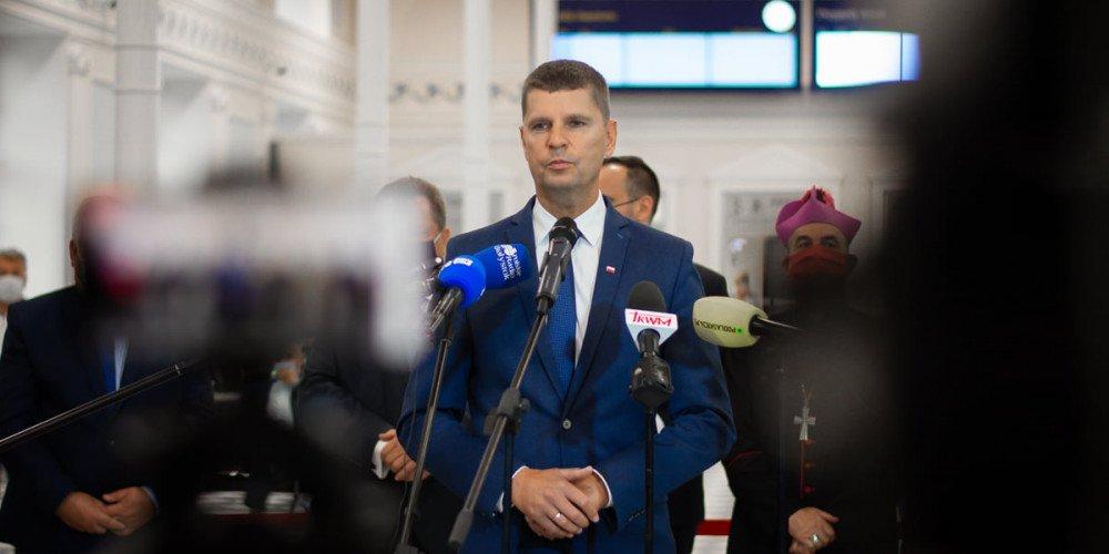 """Piontkowski: Postawa Czarnka nie różni się od mojej. Odchodzący minister znowu o """"ideologii LGBT"""""""