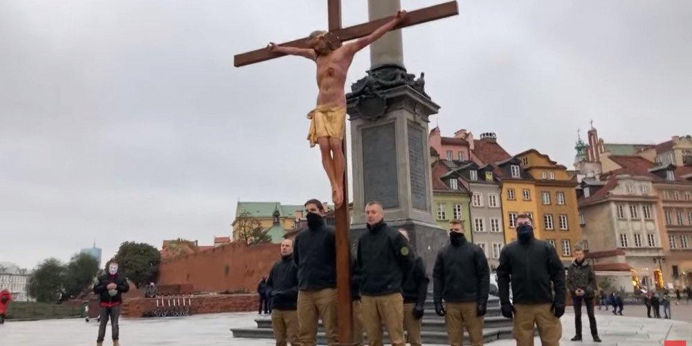 """Marsz różańcowy w czerwonej strefie. Narodowcy modlili się za profanacje i zniewagi """"ideologii LGBT"""""""