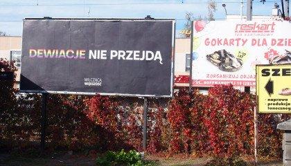 """""""Dewiacje nie przejdą"""" i inne homofobiczne billboardy postawiła Milcząca Większość na ulicach Rzeszowa"""