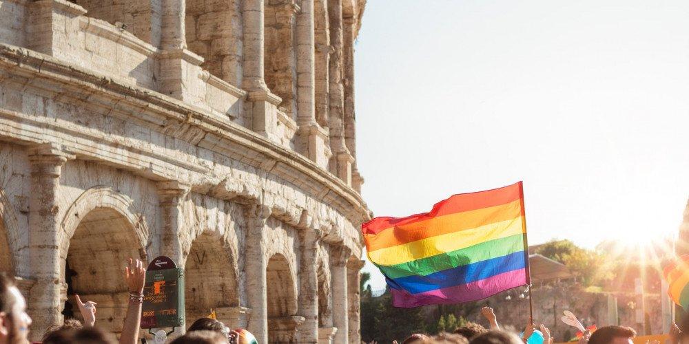 Włochy: sejm przyjął ustawę zaostrzającą karę za homofobię