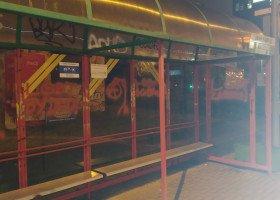 """""""LGBT to bydło"""" i inne homofobiczne napisy na przystankach w Lublinie. Bart Staszewski: to efekt nagonki"""