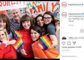 Para kobiet chcących wziąć ślub w nowej świątecznej komedii romantycznej z Kristen Stewart