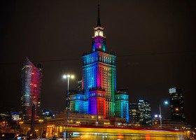 Tęczowe iluminacje na Dzień Tolerancji w Polsce. Które miasta rozbłysły na tęczowo?