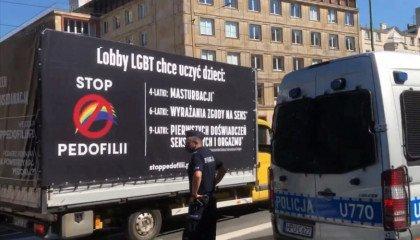 Poznań: kara za blokowanie homofobusa nielegalna, sąd odmówił wszczęcia postępowania