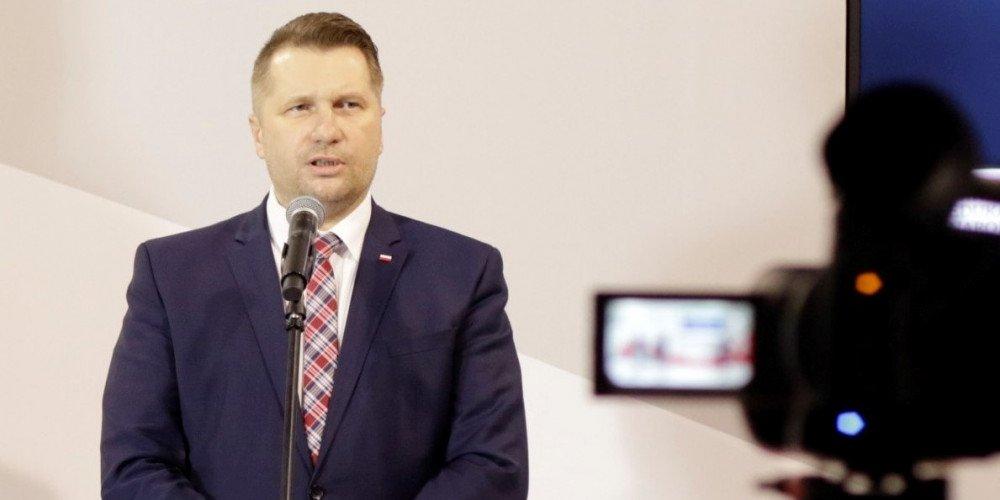 """KRRiT nie ukarze Czarnka za skandaliczne słowa o osobach LGBT. """"Celem wypowiedzi nie było obrażanie kogokolwiek"""""""