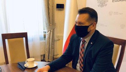 """Minister Czarnek spotkał się z organizacjami promującymi """"terapie"""" konwersyjne"""