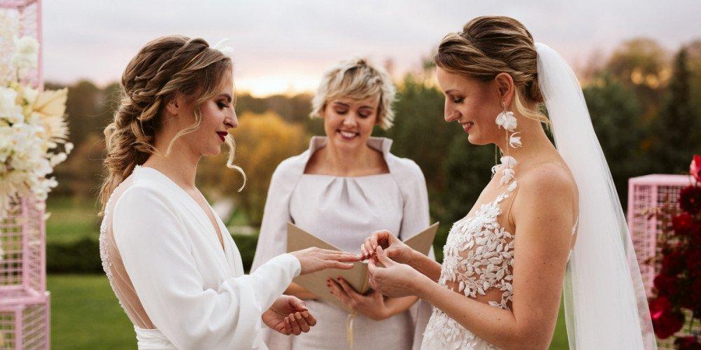 Wyjątkowy ślub humanistyczny Aleny i Klaudii! Para lesbijek pobrała się w Polsce