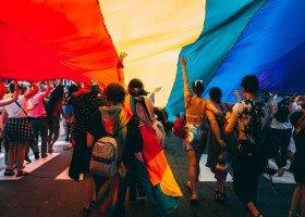 """Jak żyje się osobom LGBTIA w Polsce? Wystartowało ogólnopolskie badanie """"Sytuacja społeczna osób LGBTIA"""""""