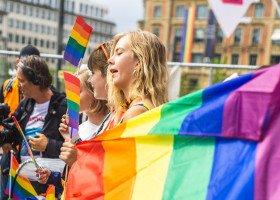 Poznań: 240 godzin prac społecznych za homofobiczne naklejki na drzwiach aktywistki Grupy Stonewall