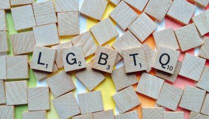 """""""LGBT"""" na drugim miejscu w internetowym plebiscycie na Słowo Dekady 2020"""