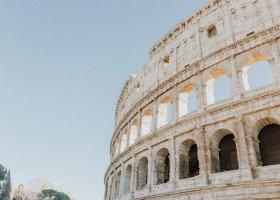 """Włochy przywracają określenia """"rodzic 1"""" i """"rodzic 2"""" w dokumentach dzieci"""