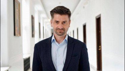 Krzysztof Śmiszek: Szymon Hołownia jest tęczowym politykiem. Od skrajnego lewa do skrajnego prawa
