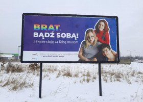 """""""Brat, Siostra, bądź sobą!"""" - Lambda Warszawa zachęca do wspierania nieheteronormatywnego rodzeństwa"""