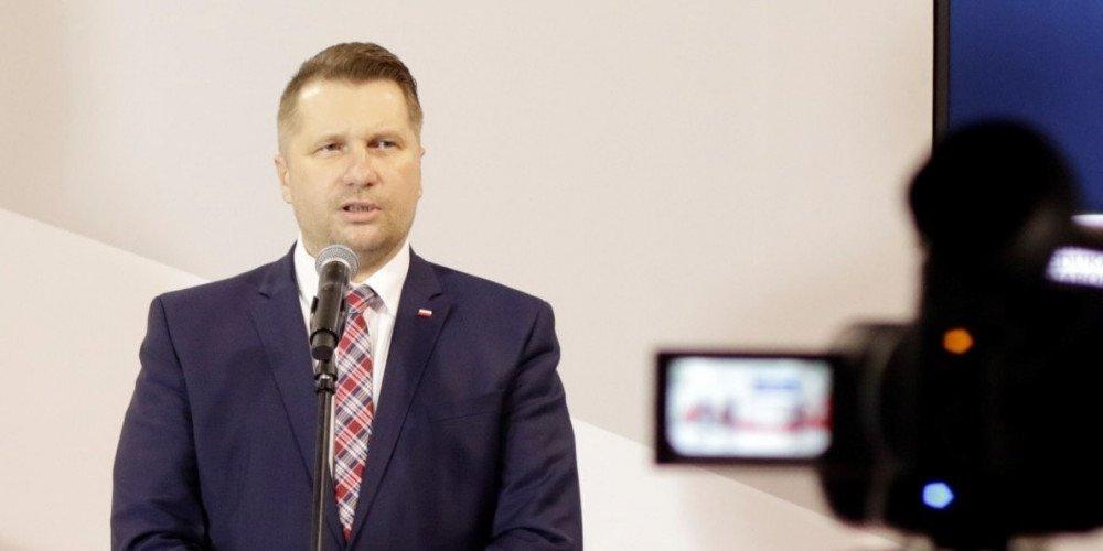 """""""Jesteśmy na etapie wirusa LGBT"""" - tak uważa doradca Czarnka ws. nowych podręczników do polskiego, historii i wos-u"""