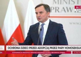 """""""Ochrona dzieci przed adopcją przez pary homoseksualne"""" - Ziobro zapowiedział projekt ustawy"""