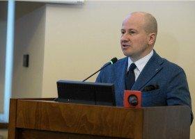 Kolejny policzek wobec kobiet i osób LGBT. Kandydatem PiS na urząd RPO został Bartłomiej Wróblewski