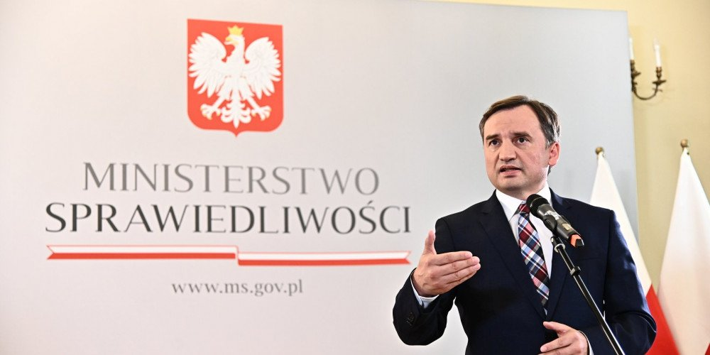 """Solidarna Polska stworzyła kontrustawę do europejskiej strefy wolności dla LGBT+. """"UE się ośmiesza i dyskryminuje"""""""